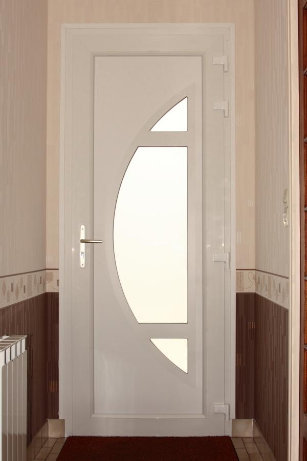 Nos portes d 39 entr e pvc for Porte interieure en pvc blanc