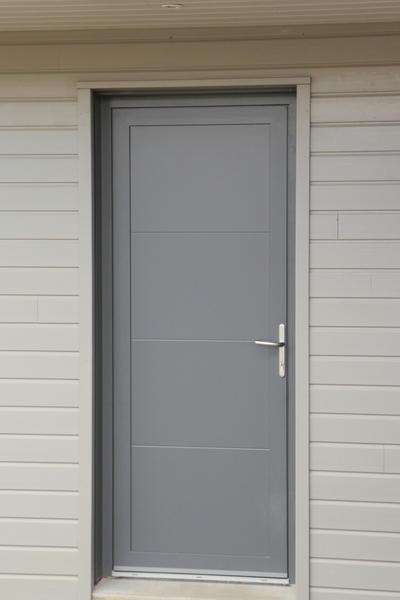 Nos portes d 39 entr e en aluminium for Porte appartement standard