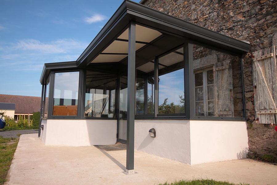 veranda avec muret en pierre cuisine lumineuse pour vos. Black Bedroom Furniture Sets. Home Design Ideas